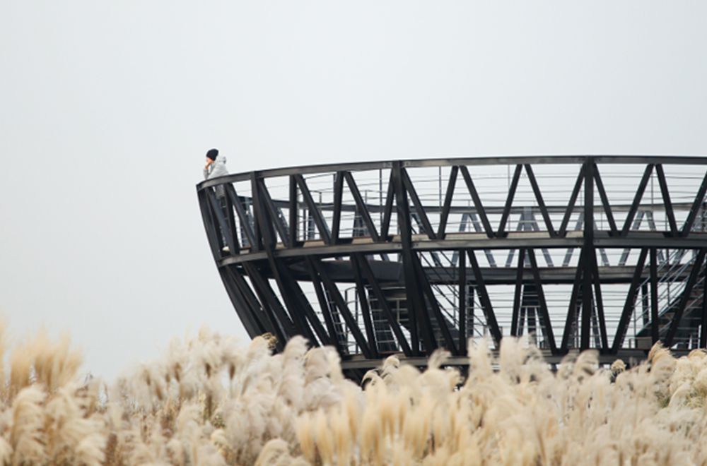 임옥상 <하늘을 담는 그릇>  마포 하늘공원('09년)